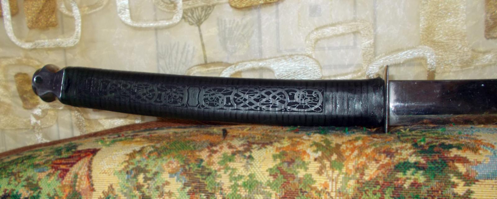 Гравировка кожаной обмотки рукояти японского меча